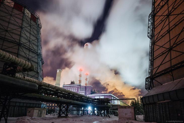 2. Сегодня ТЭЦ производит энергию для крупных промышленных нефтехимических предприятий, таких как Ом