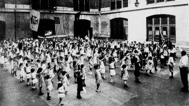 © wikimedia.org  Сподачи Адольфа Гитлера история в немецкой младшей школе в30-х годахХХ ве