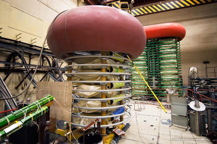 2. Институт ядерной физики им. Г.И. Будкера (ИЯФ СО РАН) – крупнейший академический институт страны,