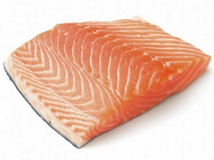 10. Лосось, выращенный на фермах Мясо лосося может быть полезным лишь в том случае, если лосось был