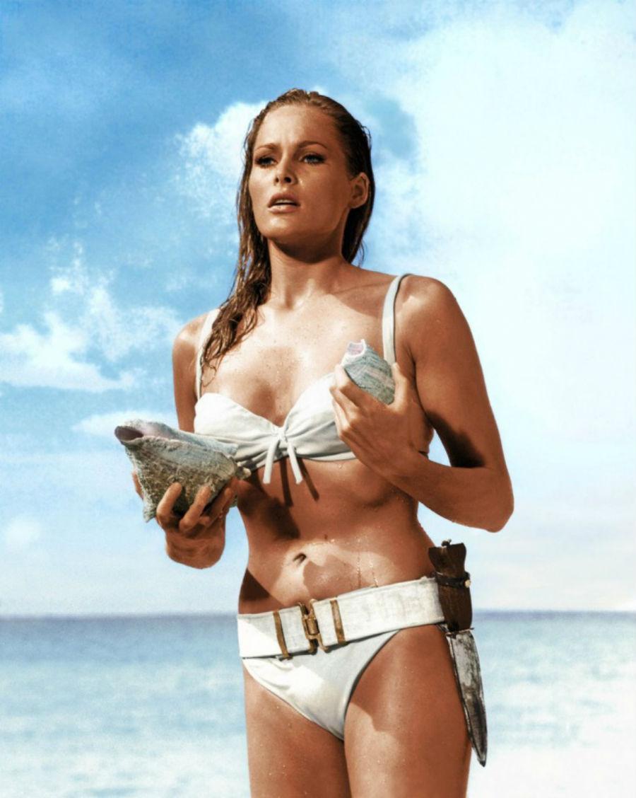 В 1962 году в фильме про Джеймса Бонда «Доктор Ноу» актриса Урсула Андресс вышла из моря в белом бик