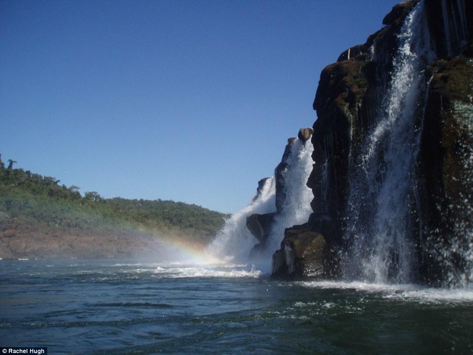 Глядя на эти уникальные боковые водопады, кажется, будто эти снимки были сделаны на другой планете.