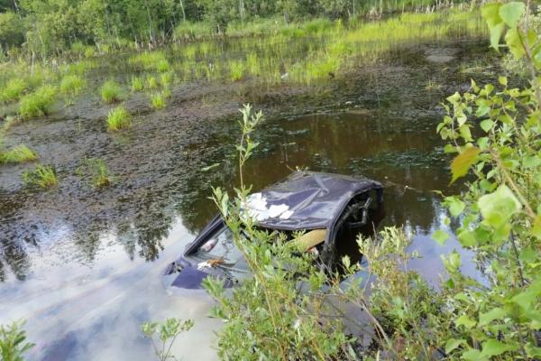 ВСвердловской области «Тойота» подбила ехавших наДТП патрульных