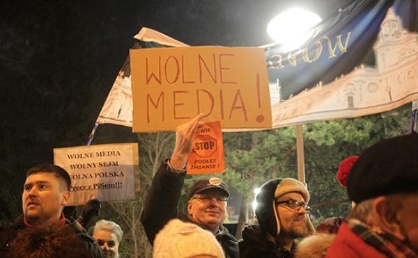 ВВаршаве оппозиция продолжает протесты усейма