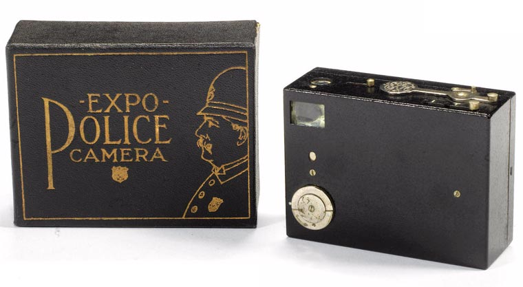 Expo Police Camera (Expo Camera Co. New York, 1911) Images © Bonhams / source