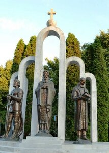 Пам'ятник князям Острозьким. Фото invtur.com.ua