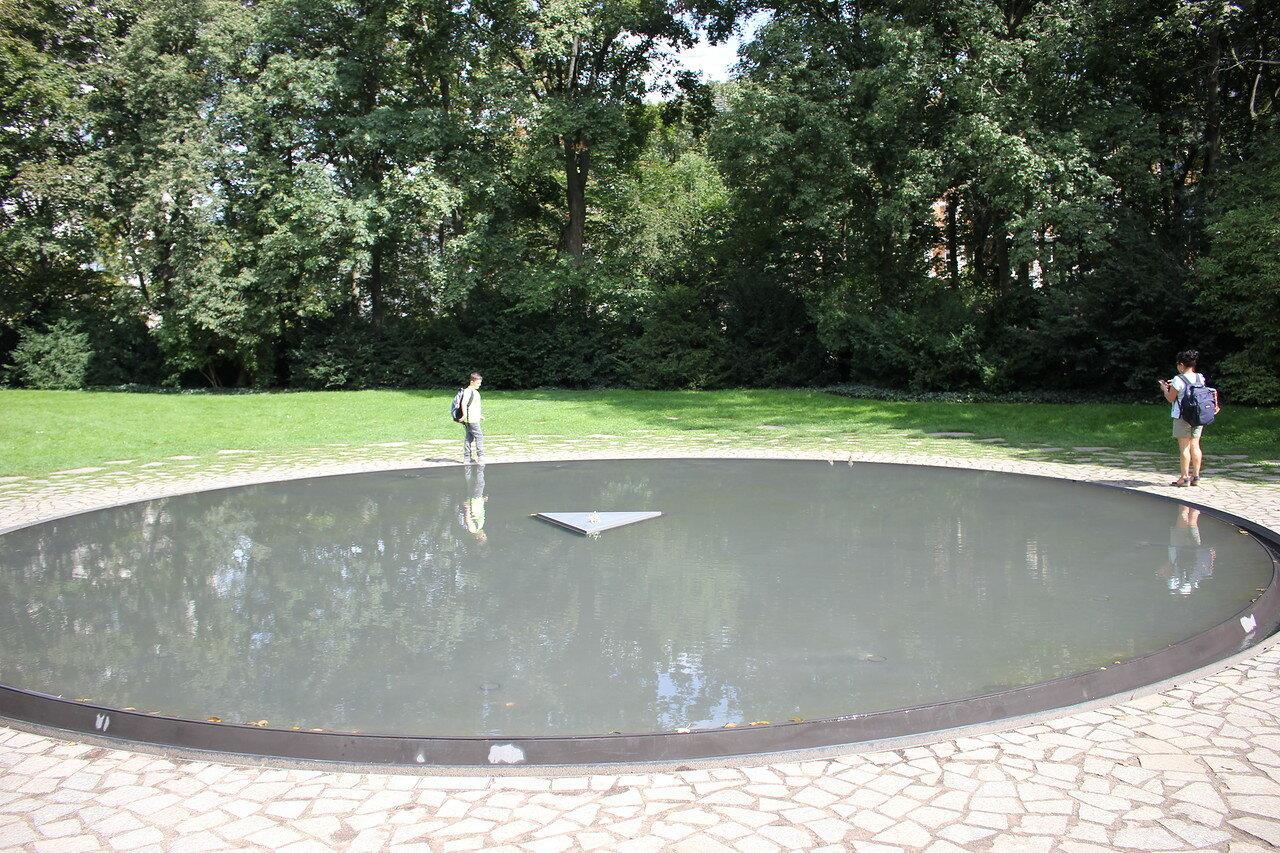 Берлин: памятник цыганам