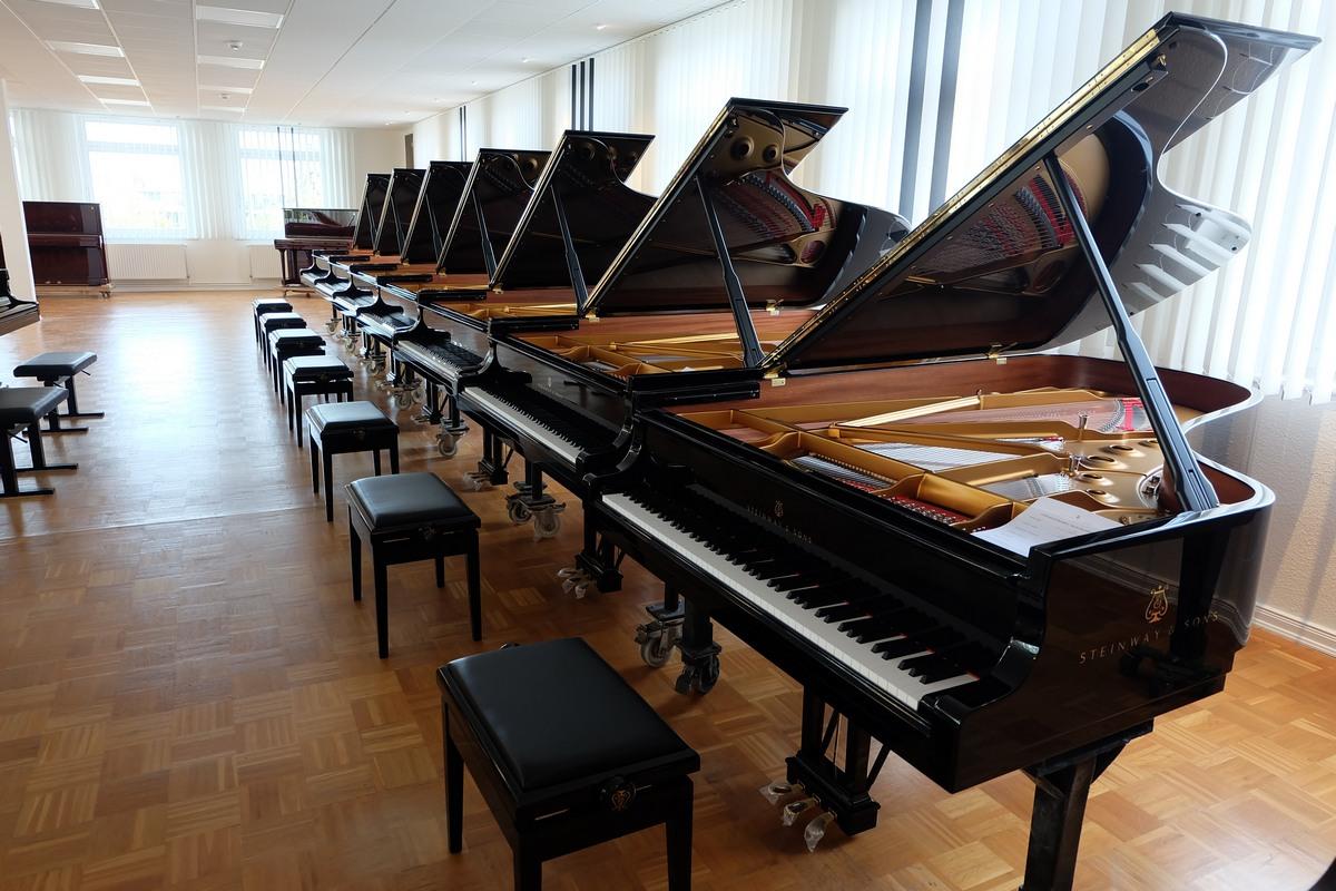 Шоу-рум Steinway & Sons, рояли Steinway & Sons, Steinway & Sons в Гамбурге