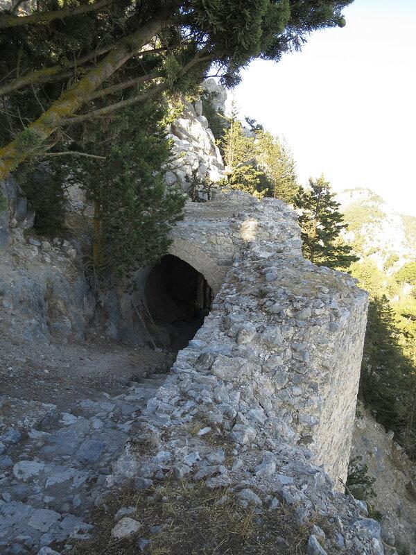 Буффавенто. Большая арка во внутренней части башни 3