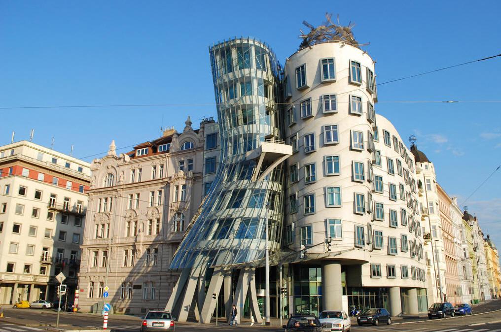 танцующий дом в Праге.jpg