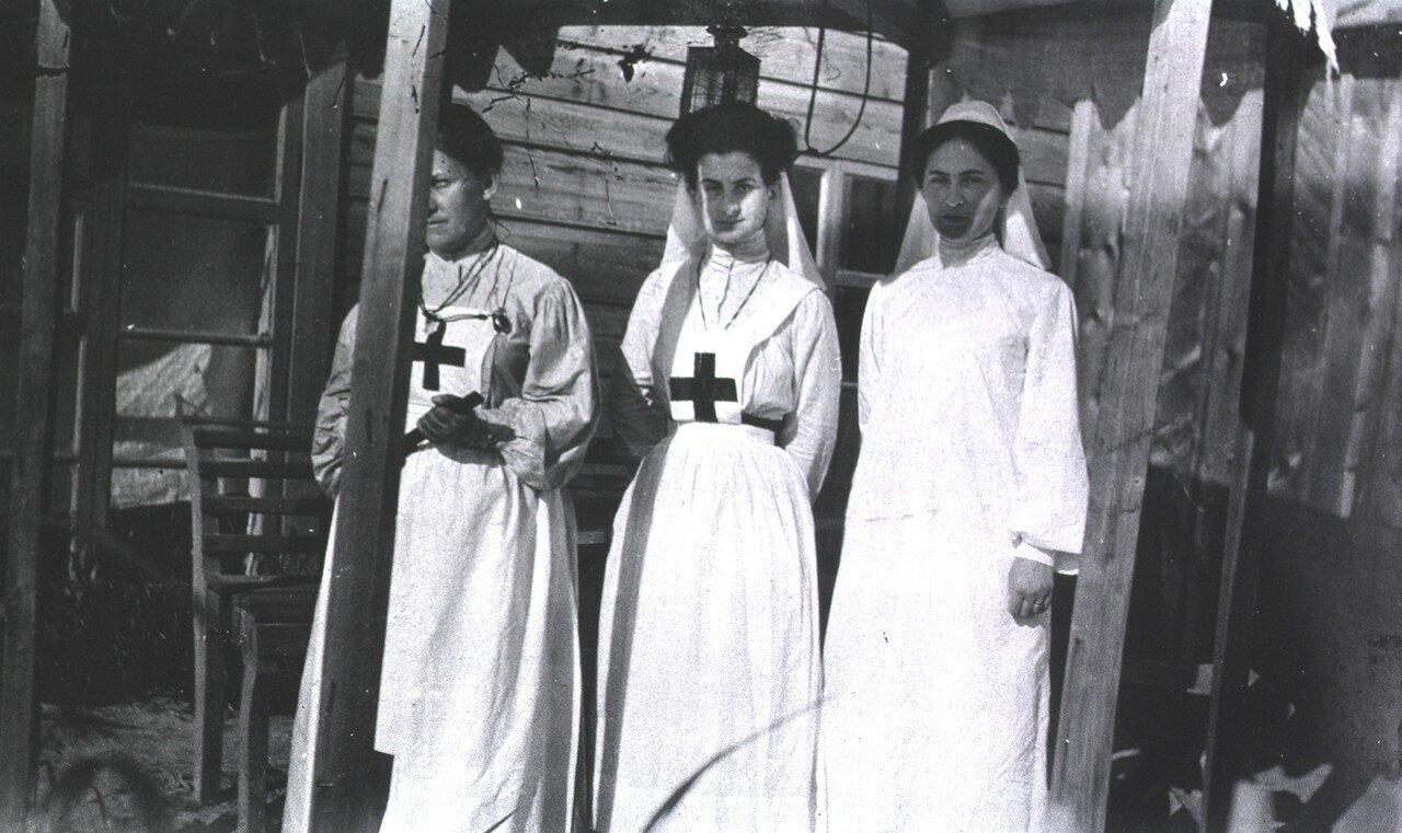 Три медсестры
