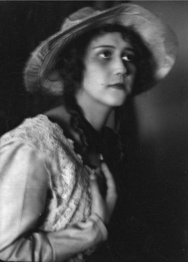 1920-е. Портрет девушки в шляпе