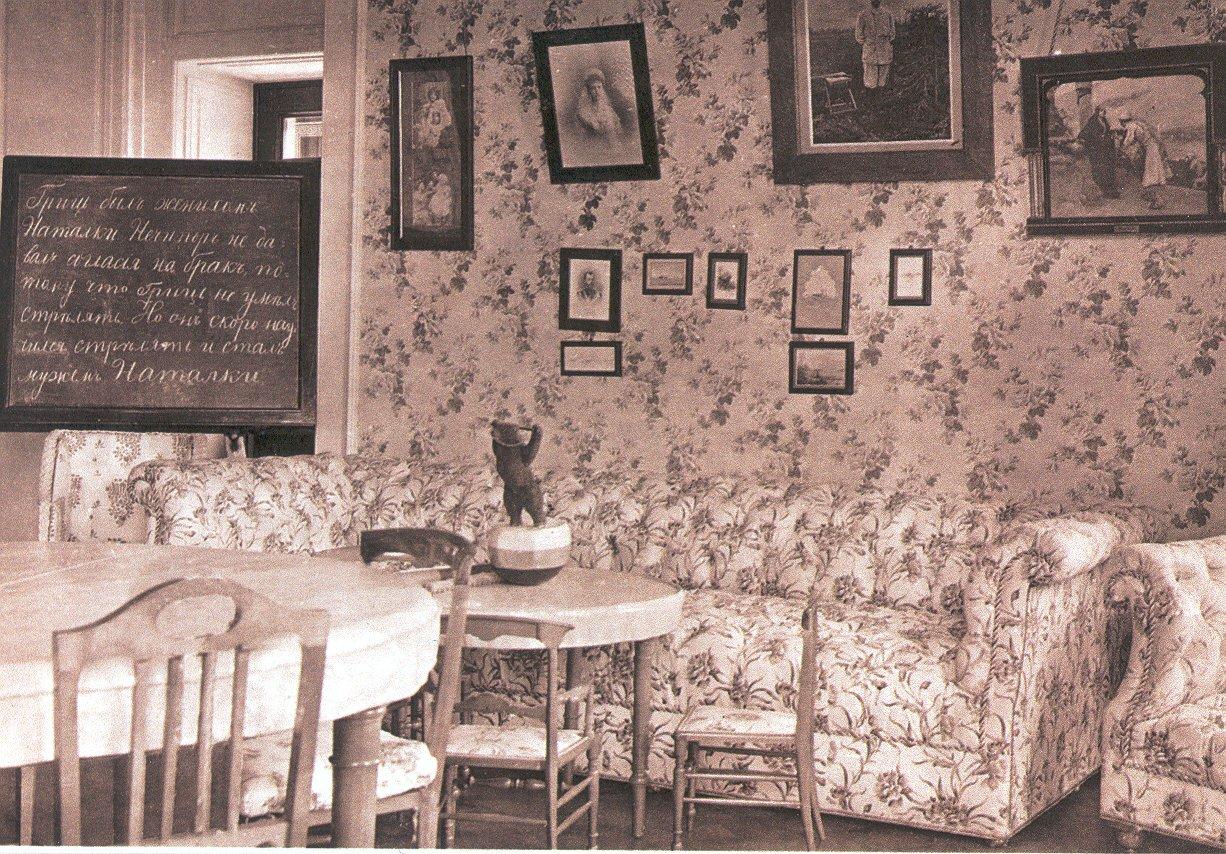 Нижняя дача. Комната для учебных занятий Алексея