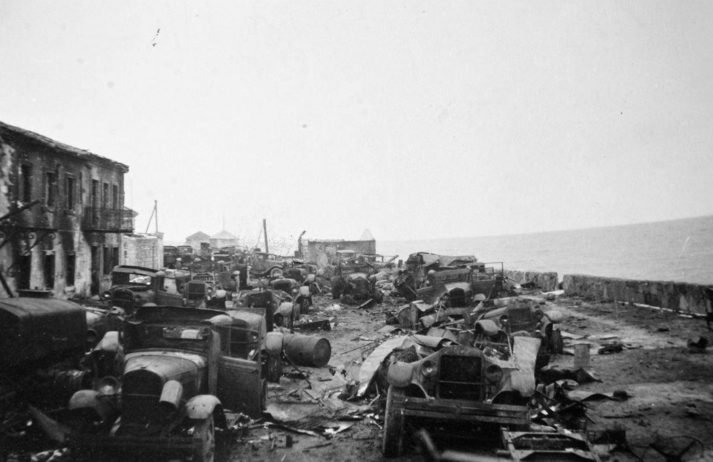 Брошенные советские грузовики. Керчь.