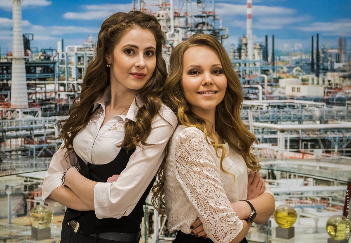 Анжелика и Настя в музее ПНОС