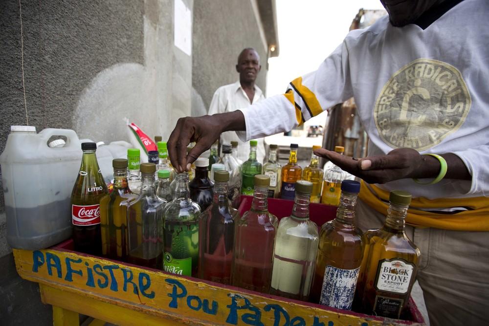 Производство сельского рома на Гаити