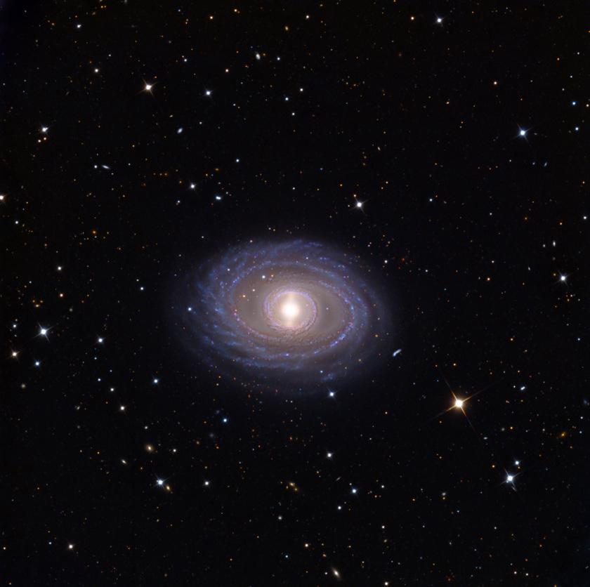 Галактика-бриллиант спиральных, помощи, галактики, смонтированного, Spectrograph, dispersion, Reducerlow, FOcal, FORS2, дисперсии, низкой, спектрографа, великолепном, Очень, изображение, Первое, дискуссий, предметом, остаются, формирования