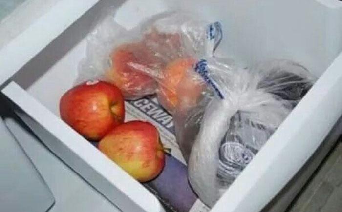 15. Освежитель для холодильника Если отделение для овощей и фруктов застлать газетой, то в нем будет
