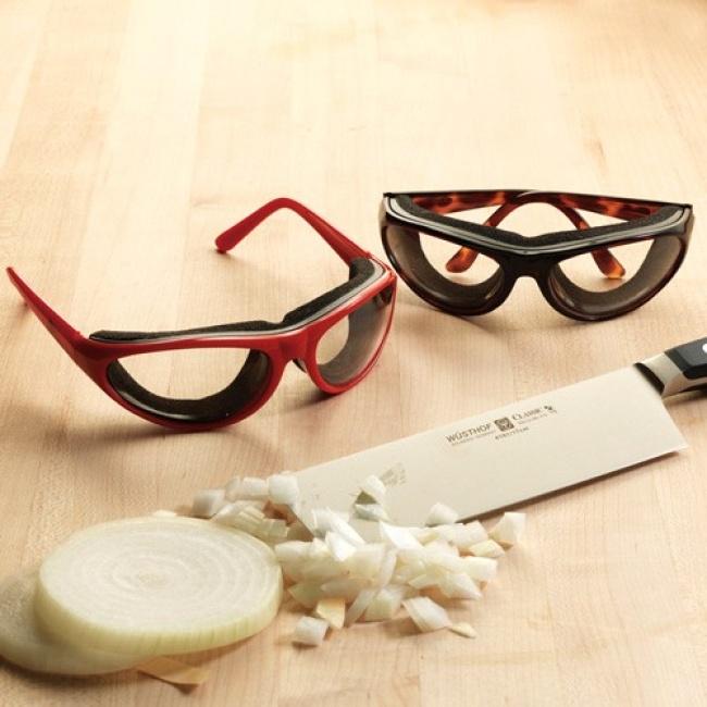 © amazon.com  Наконец-то можно чистить лук, необливаясь при этом слезами.  Гибкий ланчбокс