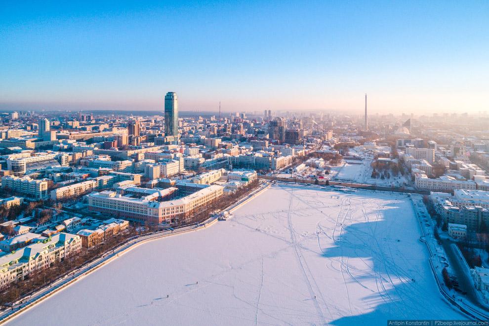 10. «Высоцкий» был открыт в 2011, его высота 187,6 метров.