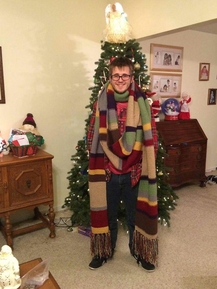 «Бабушка связала для меня шарфик».