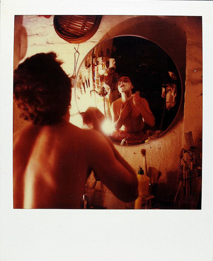 8 мая 1985 года: зеркала — часто встречающийся мотив в его снимках.