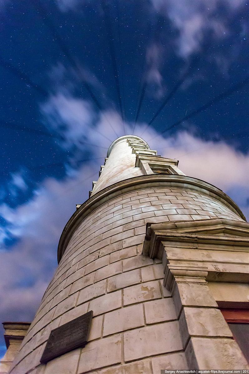 Несмотря на таблички с годом 1816, самой башне не 200 лет. Во время Великой Отечественной войны