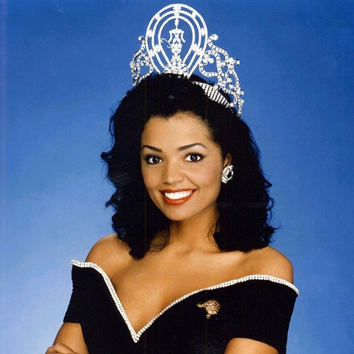 Челси Смит, США. «Мисс Вселенная — 1995». 21 год, рост 173 см, параметры фигуры 90?60,5?90.