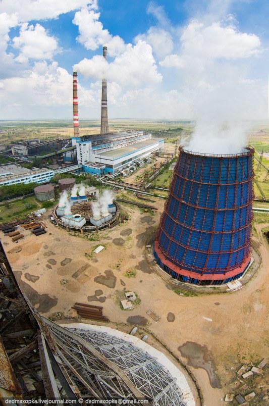 В этот раз мне удалось побывать внутри и на действующей башенной градирне на Карагандинской ТЭЦ-3.