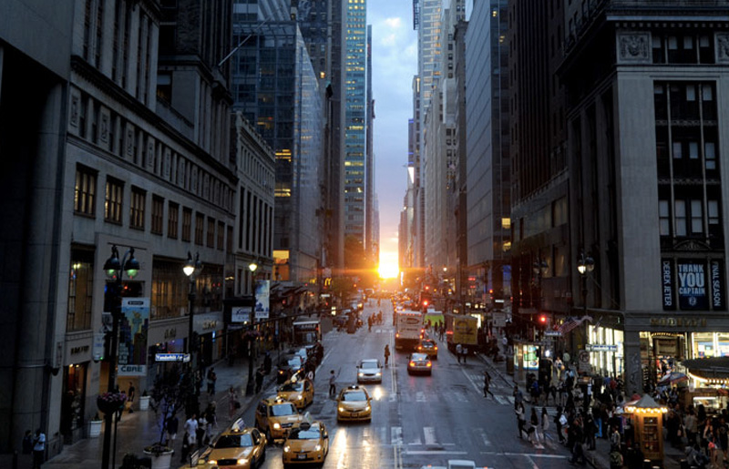 На Манхэттене четыре раза в год, в декабре, январе, мае и июле, происходит явление, получившее назва