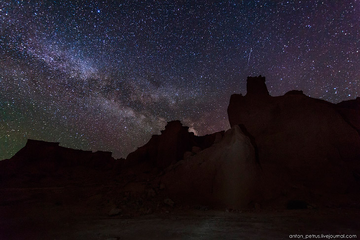2. Ночью красный цвет каньона ушел спать, но ему на замену пришла невероятная графичность скал. В те