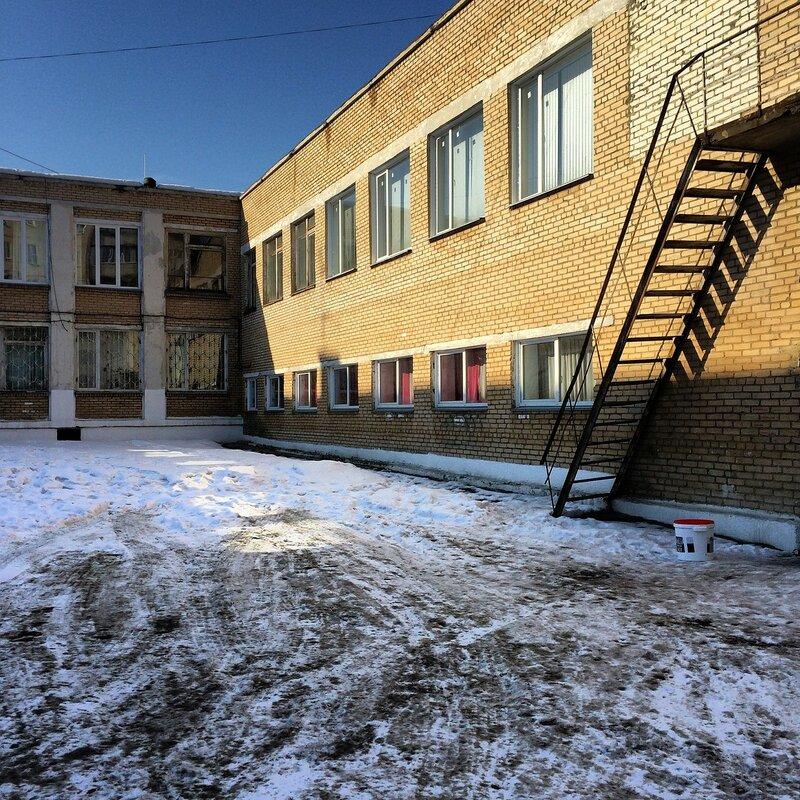 На северке - во дворе и в школе