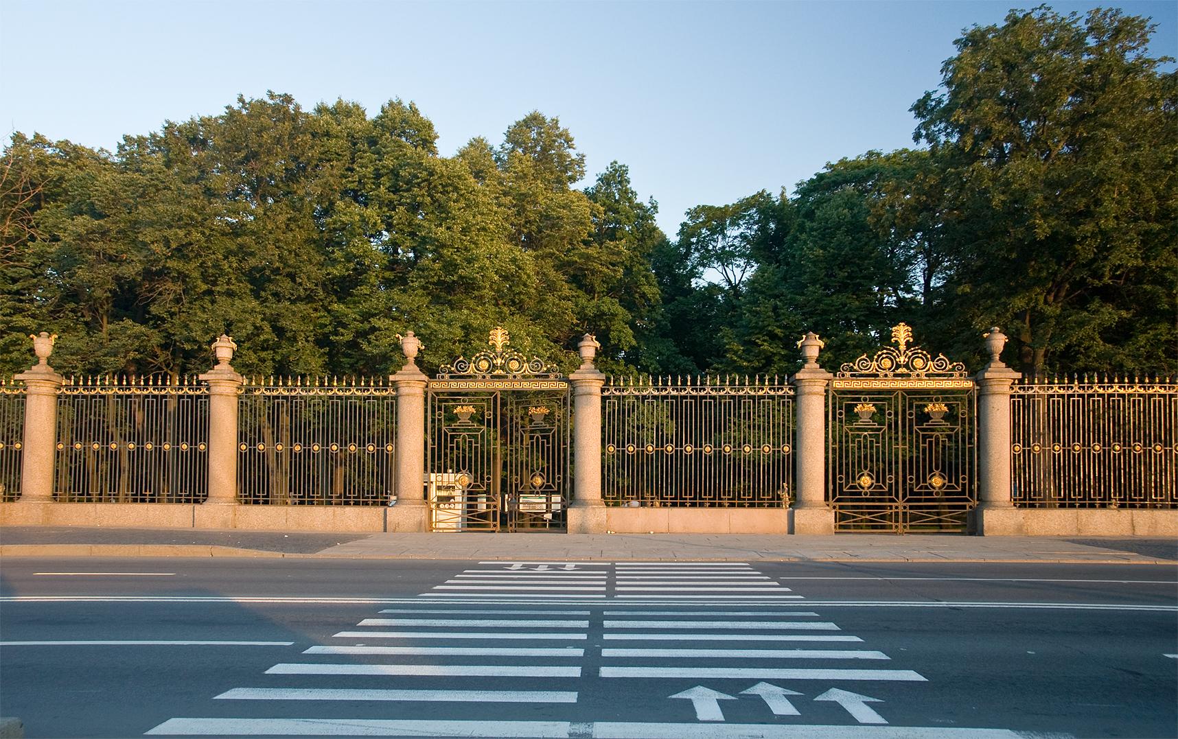 Решётка Летнего сада — один из символов Санкт-Петербурга.jpg