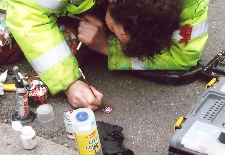Chewing Gum Art - Turning abandoned chewing-gums into miniature street art