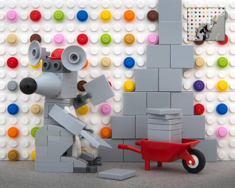 Iconic Banksy Street Art Reproduced in Lego (9 pics)