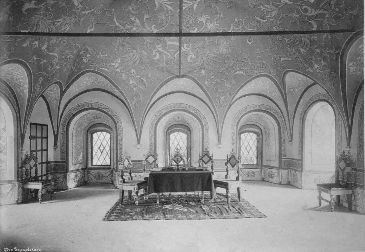 Ростовский кремль, интерьер Садовой башни после реставрации и экспозиция музея церковных древностей. 1885