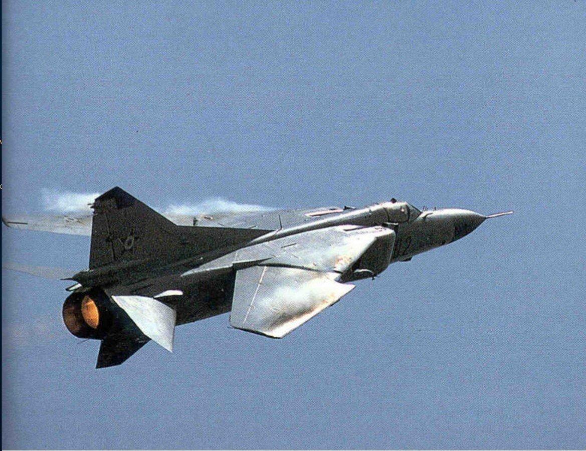 Египетский МиГ-23 в полете во время арабо-израильской войны