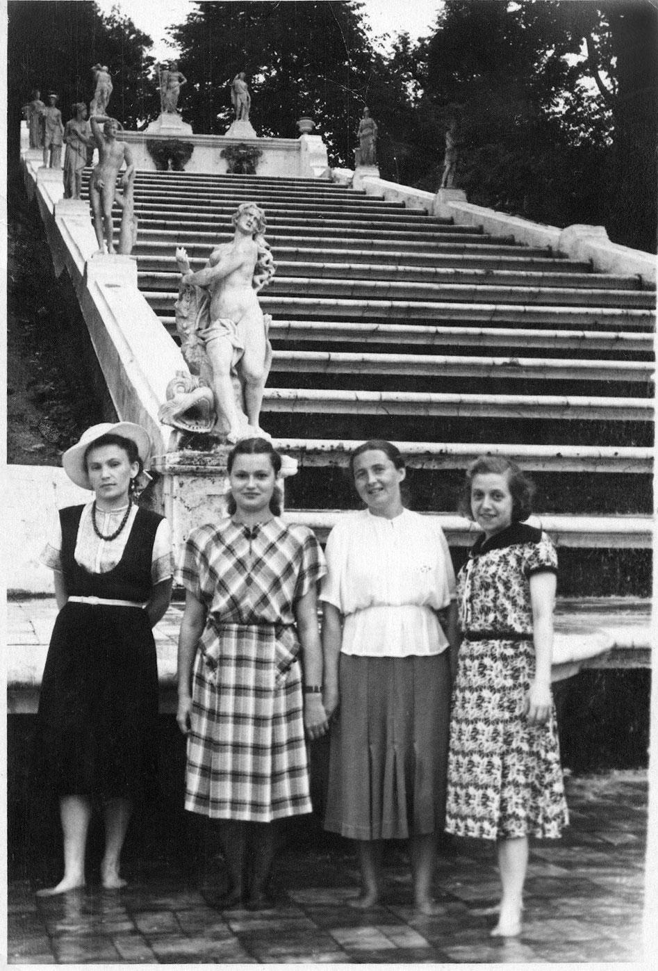 1954. У каскада «Золотая гора»
