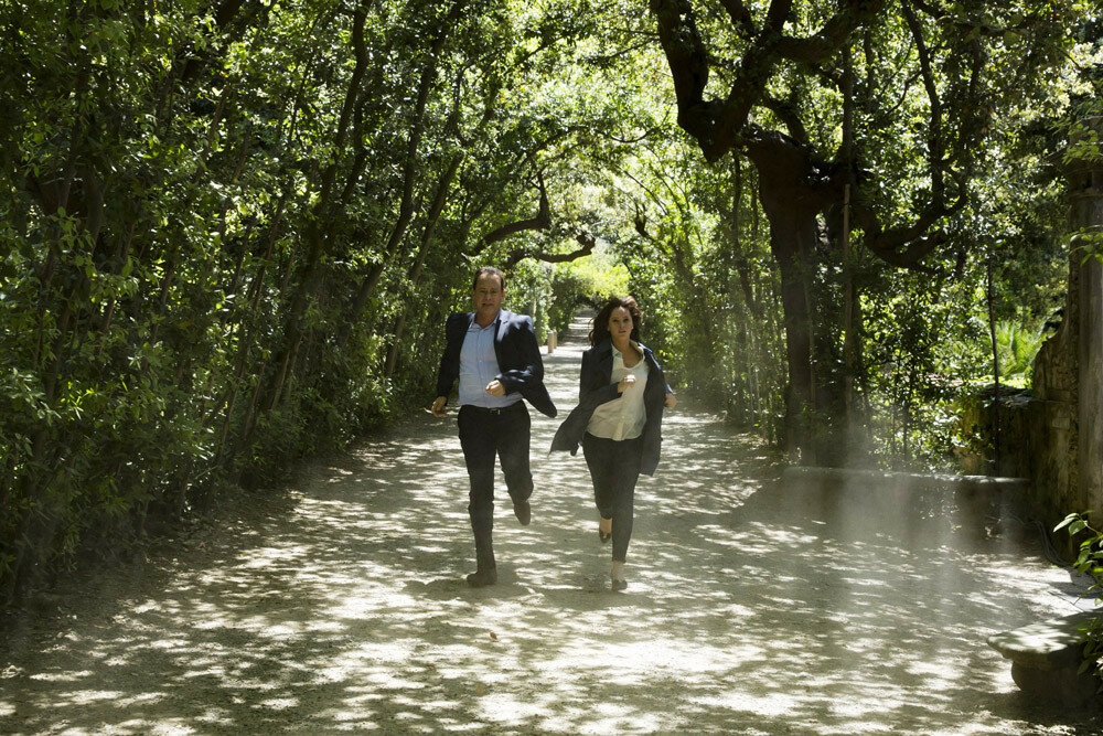 Langdon (Tom Hanks) and Sienna (Felicity Jones) run for their lives through Boboli Gardens, Florence in Columbia Pictures' INFERNO.