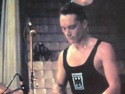 Барабанщик «Кино» признан самым дорогим русским живописцем