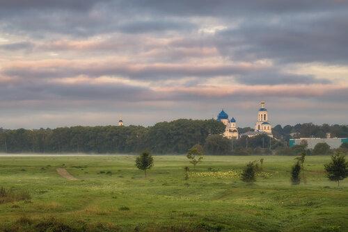 Есть в русской природе усталая нежность..