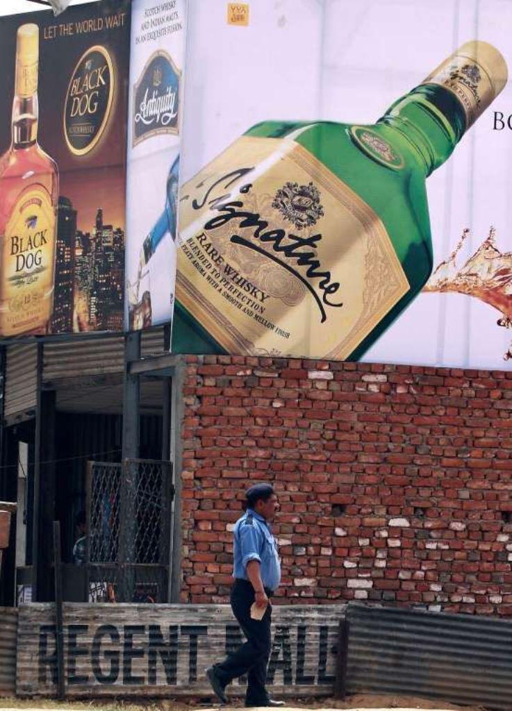 11. В Индии с 1990 года существует запрет на рекламу алкогольных напитков.