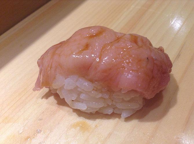 7. Оторо В лучших ресторанах Токио можно попробовать вкуснейший кусочек рыбы, концентрация жира в ко