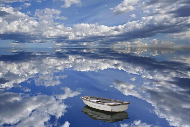 25. Зеркальная вода озера.