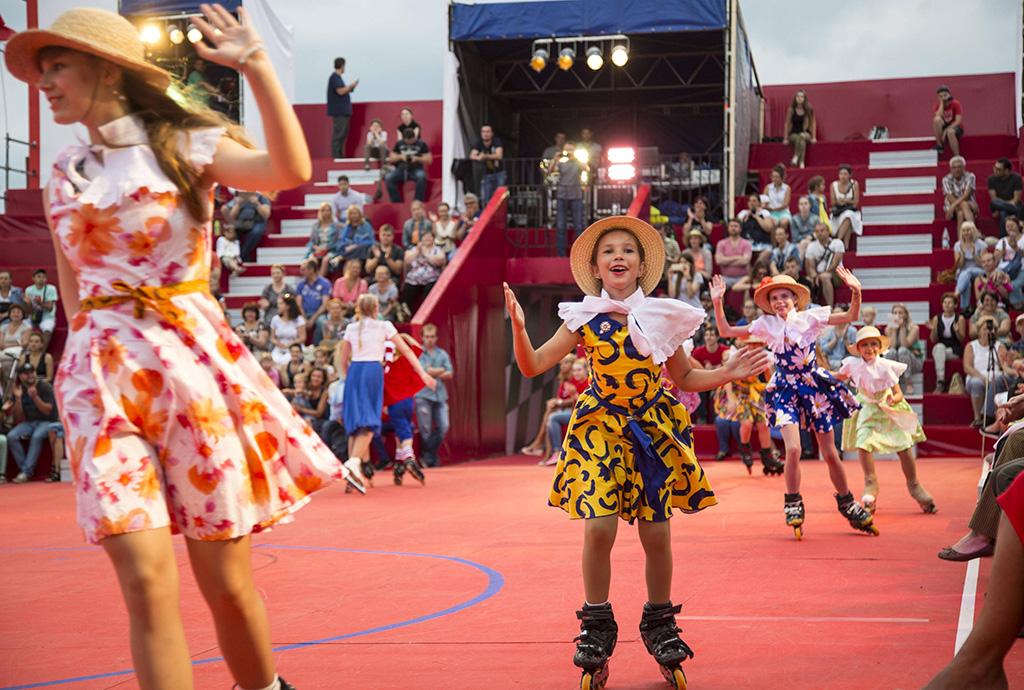 В рамках фестиваля также открылся экстрим-парк на Болотной площади, где проходят не только потрясающ