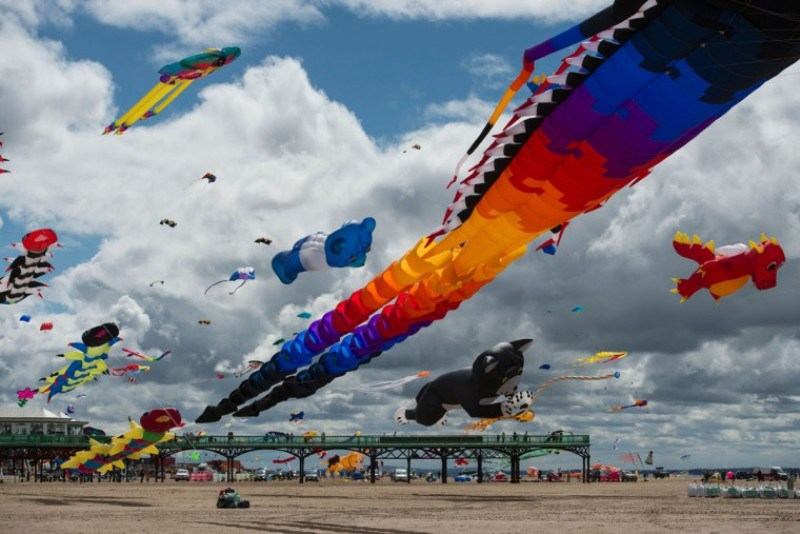 Фестиваль воздушных змеев в Великобритании (18 фото)