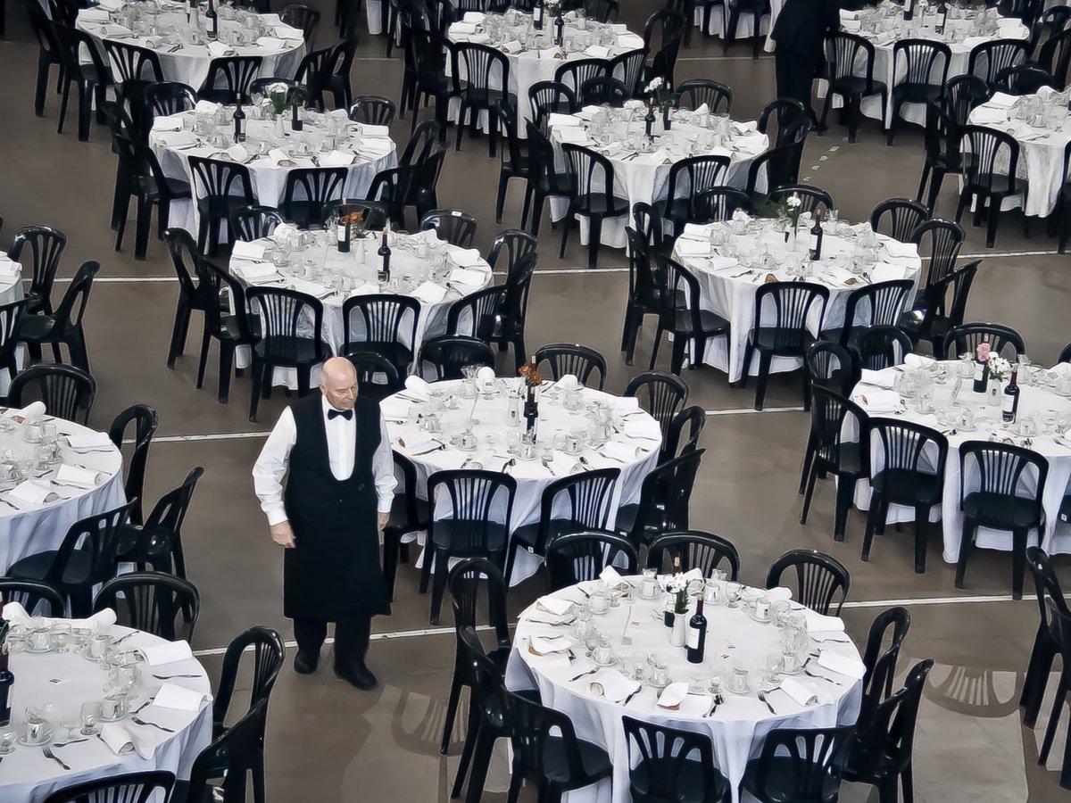 Зал для приема гостей невероятных размеров может вместить до 200 человек. В зале площадью 700 квадра