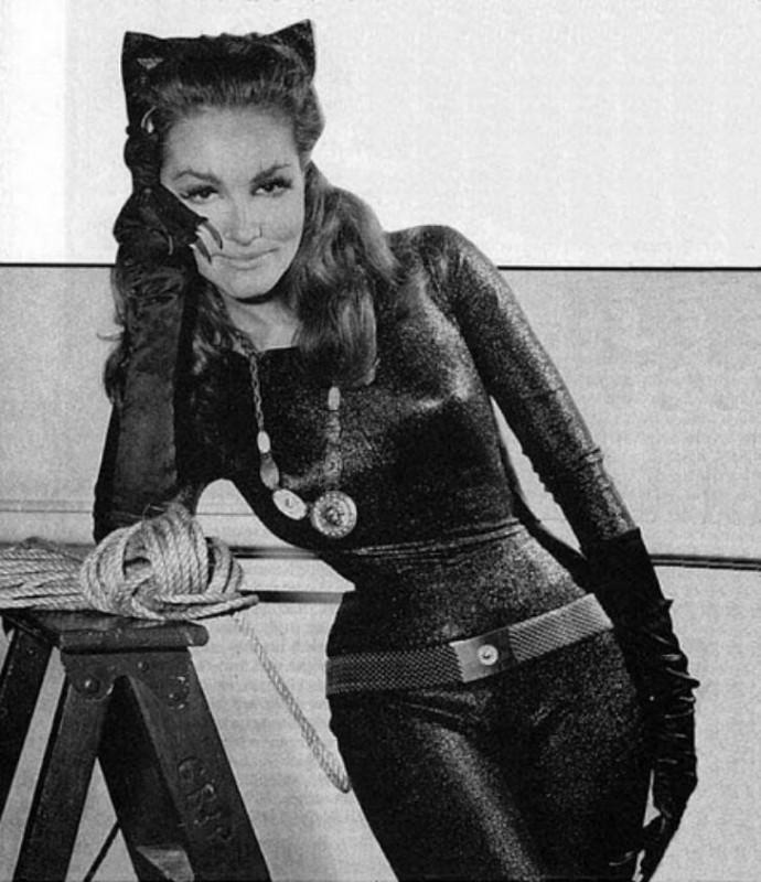 Джули Ньюмар в образе Женщины-кошки в 1966 году.