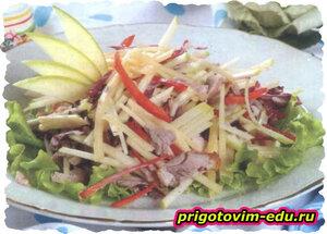 Яблочный салат с окороком и сыром