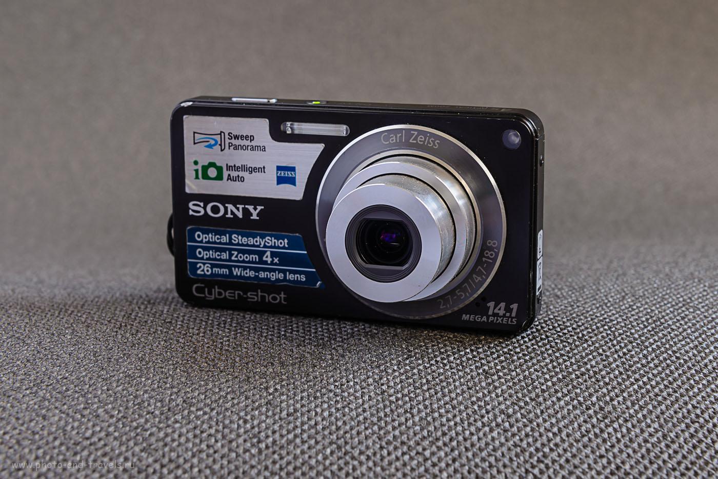Фото 9. Даже на объективах мыльниц производители указывают параметры объектива: диапазон фокусных расстояний и диапазон светосилы. На данном снимке видно, что мыльница Sony Cyber-Shot DSC-W350 имеет зум-объектив с реальным фокусным расстоянием ФР=4,7-18,8 мм (т.е. кратность зума у него – 4.0, а эквивалентное фокусное при кроп-факторе 5,62 составляет ЭФР=26,4-105,6 мм (ЭФР – это реальное фокусное, помноженное на кроп-фактор). Диапазон диафрагм (светосилы) - f/2.7-f/5.7. Само это изображение снято на полнокадровый Nikon D610 с объективом Nikon 24-70mm f/2.8.